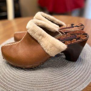 NEW- Sz 11 Baretraps brown leather clog w: fleece